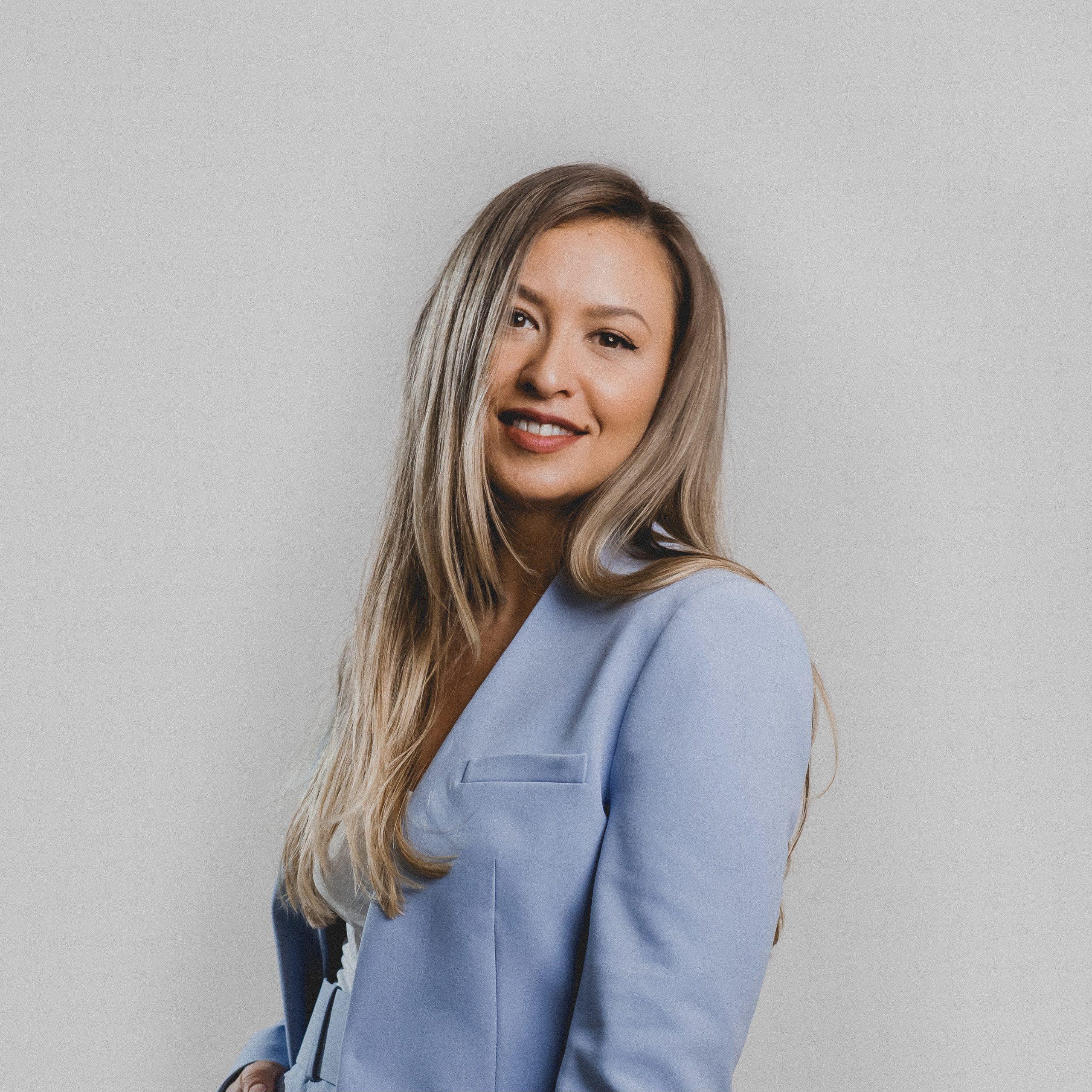 Claudia Miclaus Digital & Branding Consultant